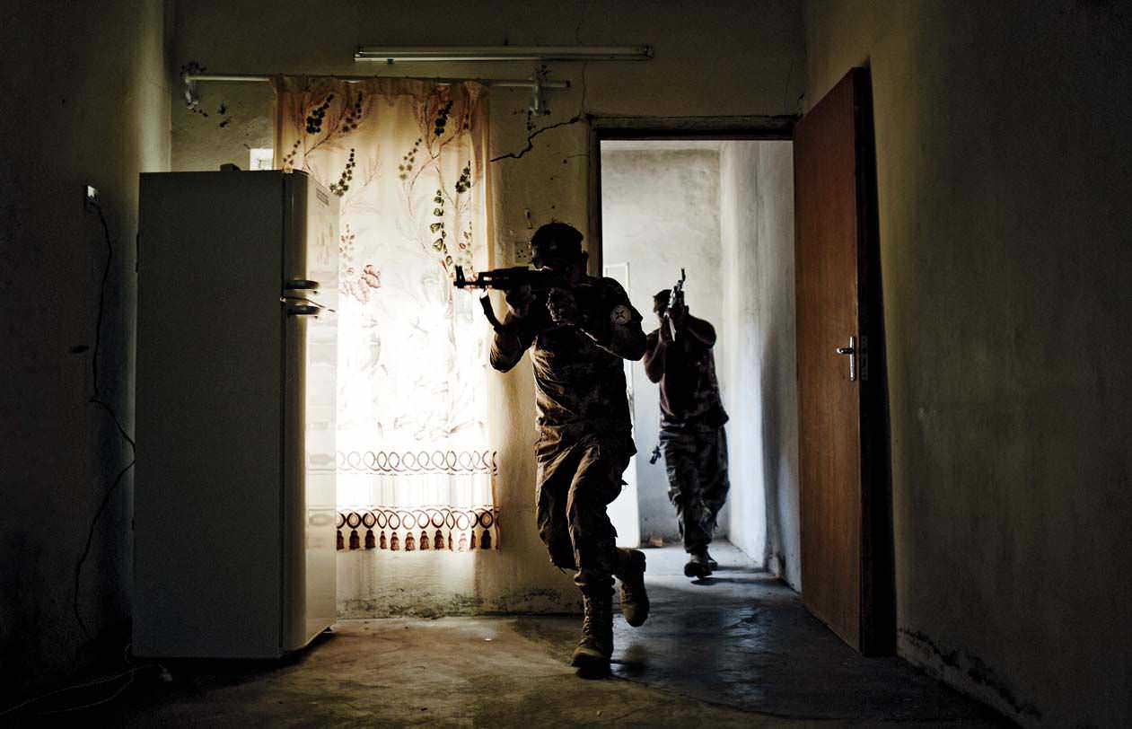 Soldiers with the Nineveh Plain Protection Units (NPU) conduct room clearing drills