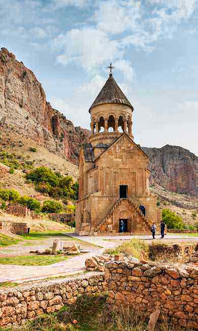 Una de las edificaciones del monasterio de Noravank, que data del siglo XII, y del que se dice que guarda un trozo de la cruz de Cristo.