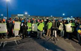 Protesters outside a Milwaukee Walmart on Black Friday 2012.