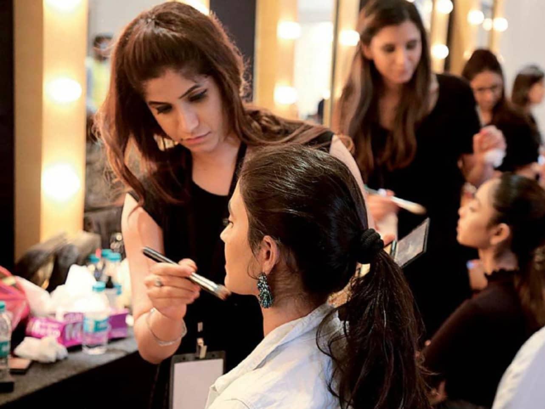 Saba Khan The Artist With A Winning Streak