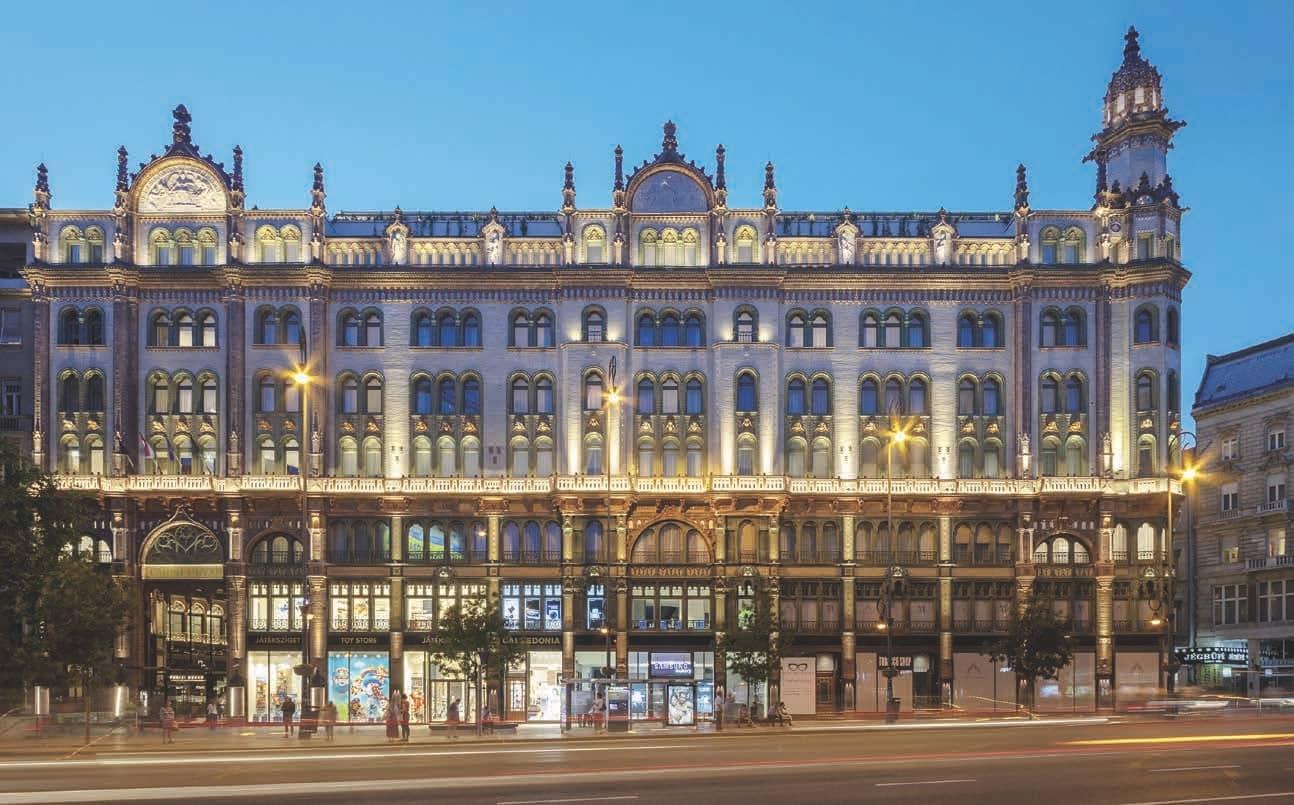 Glamorous Revival Of  Budapest's Opulent Párisi Udvar