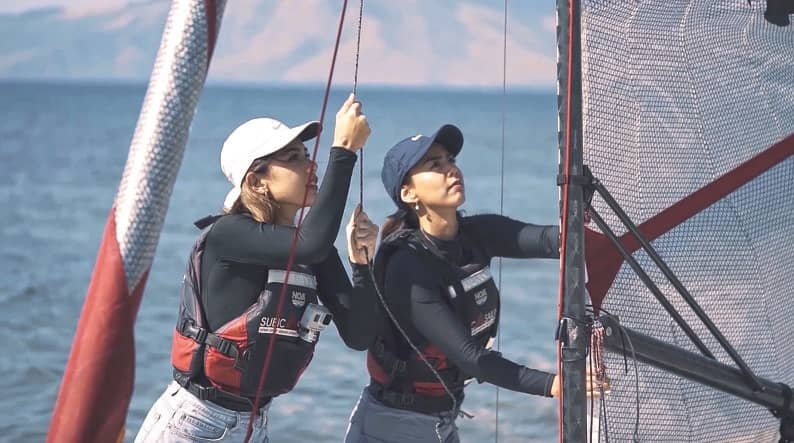 Vloggers Learn Sailing In Subic Bay