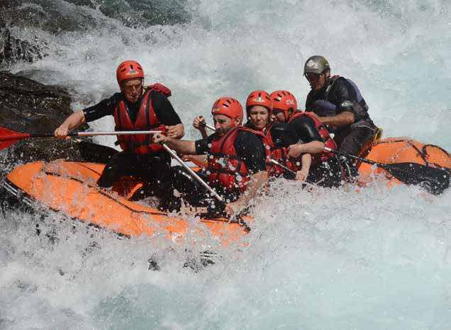 'Rafting' El Ultimo Rio Bravo Del Pirineo