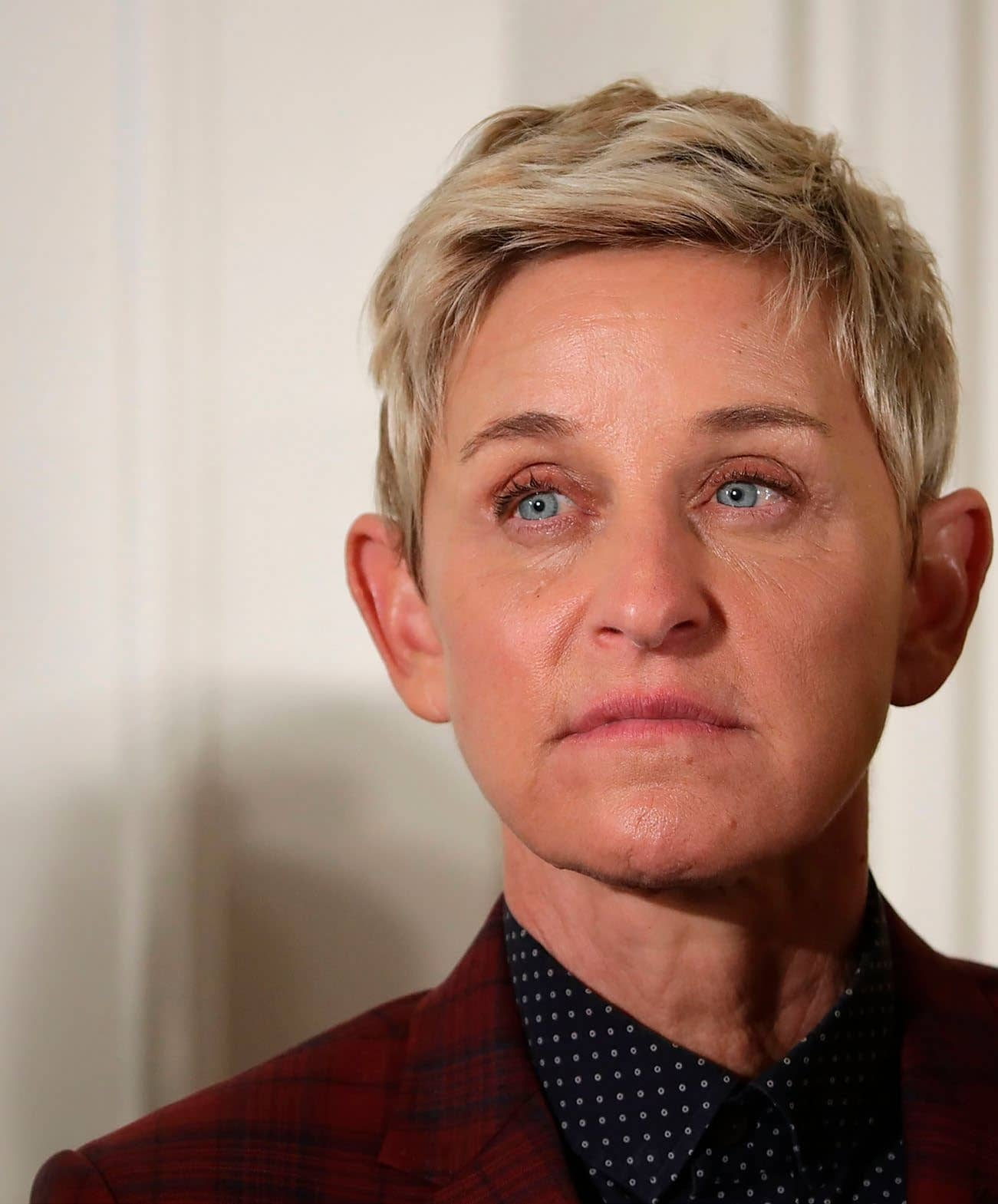ELLEN FORCED TO  APOLOGISE