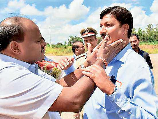 CM Seeks To Douse Flames In Cong.