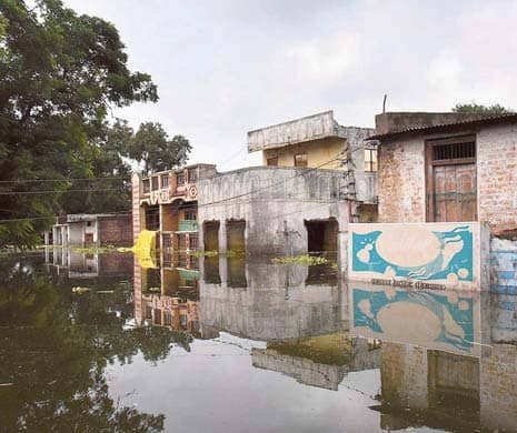 Families Refuse To Leave Villages Along Narmada