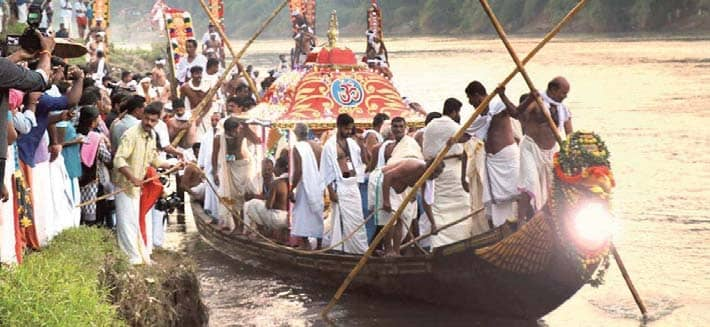 Thiruvonathoni Sets Off To Aranmula