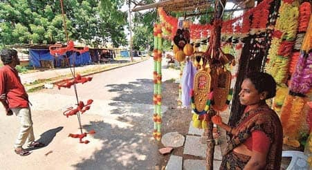 Shopkeepers Near Temple Suffer Losses