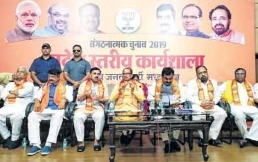 Shivraj, Vijayvargiya Attack Congress