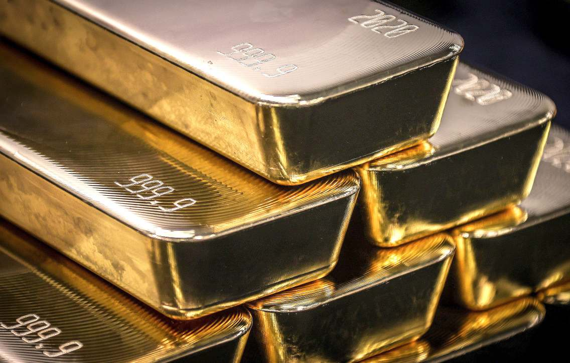Gold Strides Further Above $2,000 On Weak Dollar And Stimulus Bets