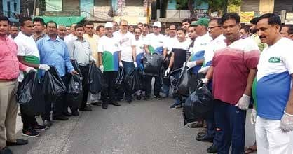 Swachh Survey 2020: Noida Authority Officials And Residents Clean Roads