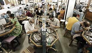 Diamond Industry Workers Leaving Surat In Large Numbers