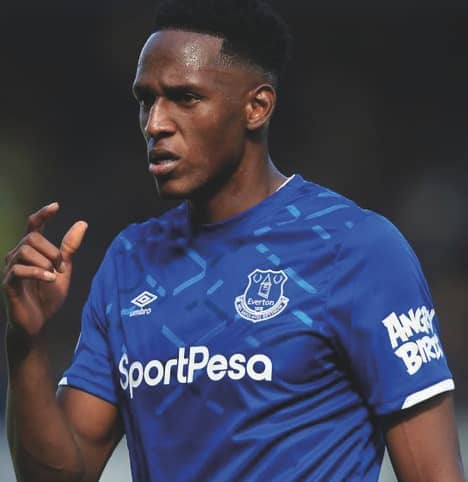 Everton's Mina sidelined for several weeks with thigh injury