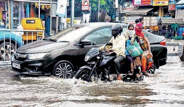 Incessant Rains Lead To Traffic Snarls In City