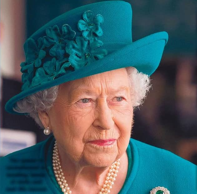 QUEEN SNUBS CRUISE: 'VISIT: IMPOSSIBLE'