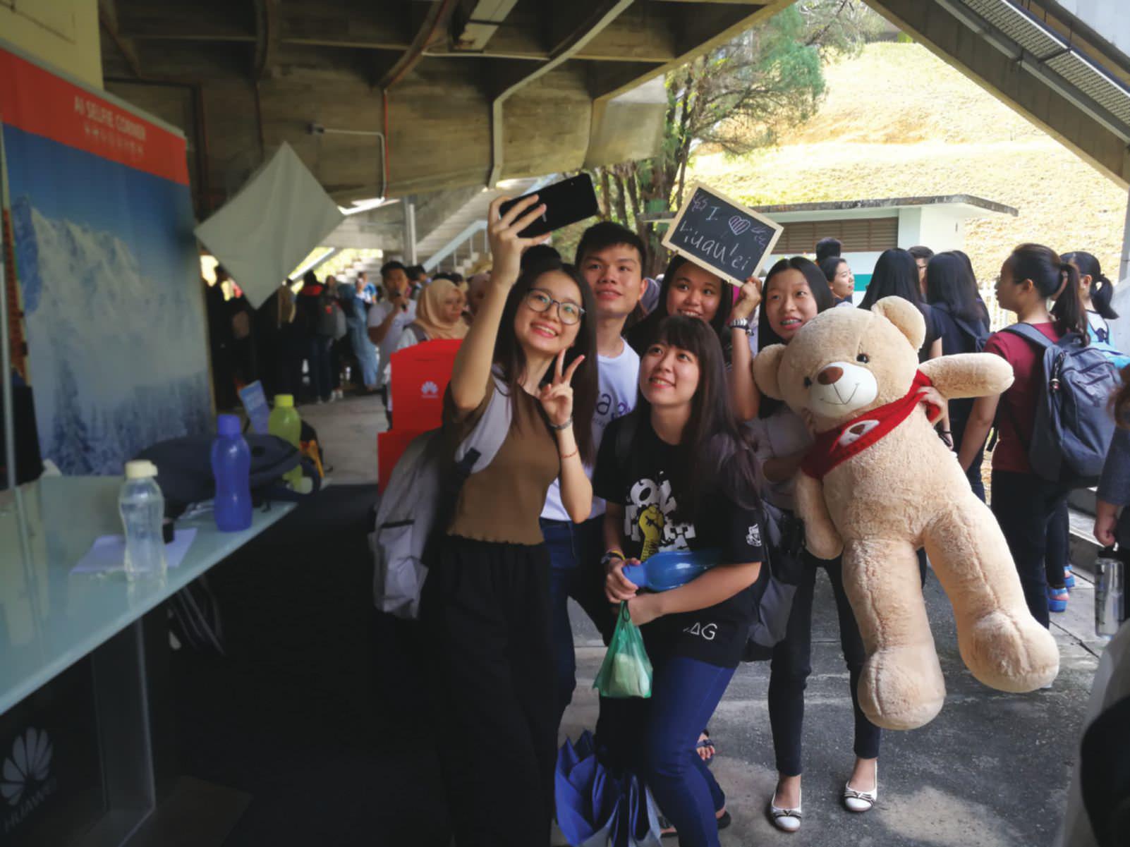 Huawei Nova 3 Roadshow A Big Hit With Campus Students