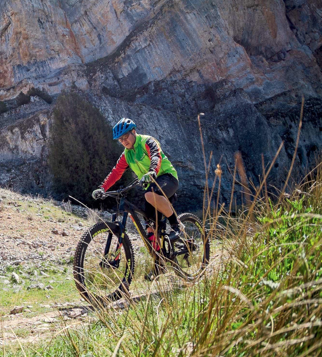 MTB Entre Paredes De Roca Caliza