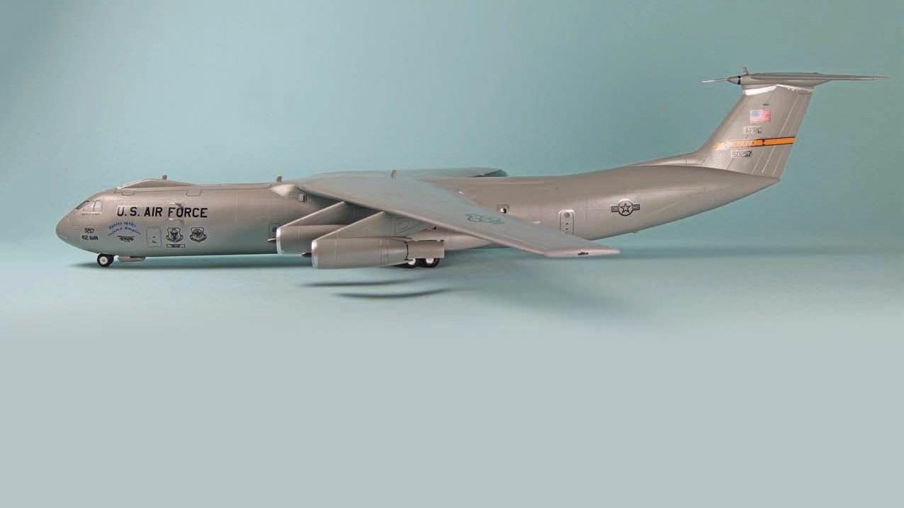 Roden S C 141b Starlifter