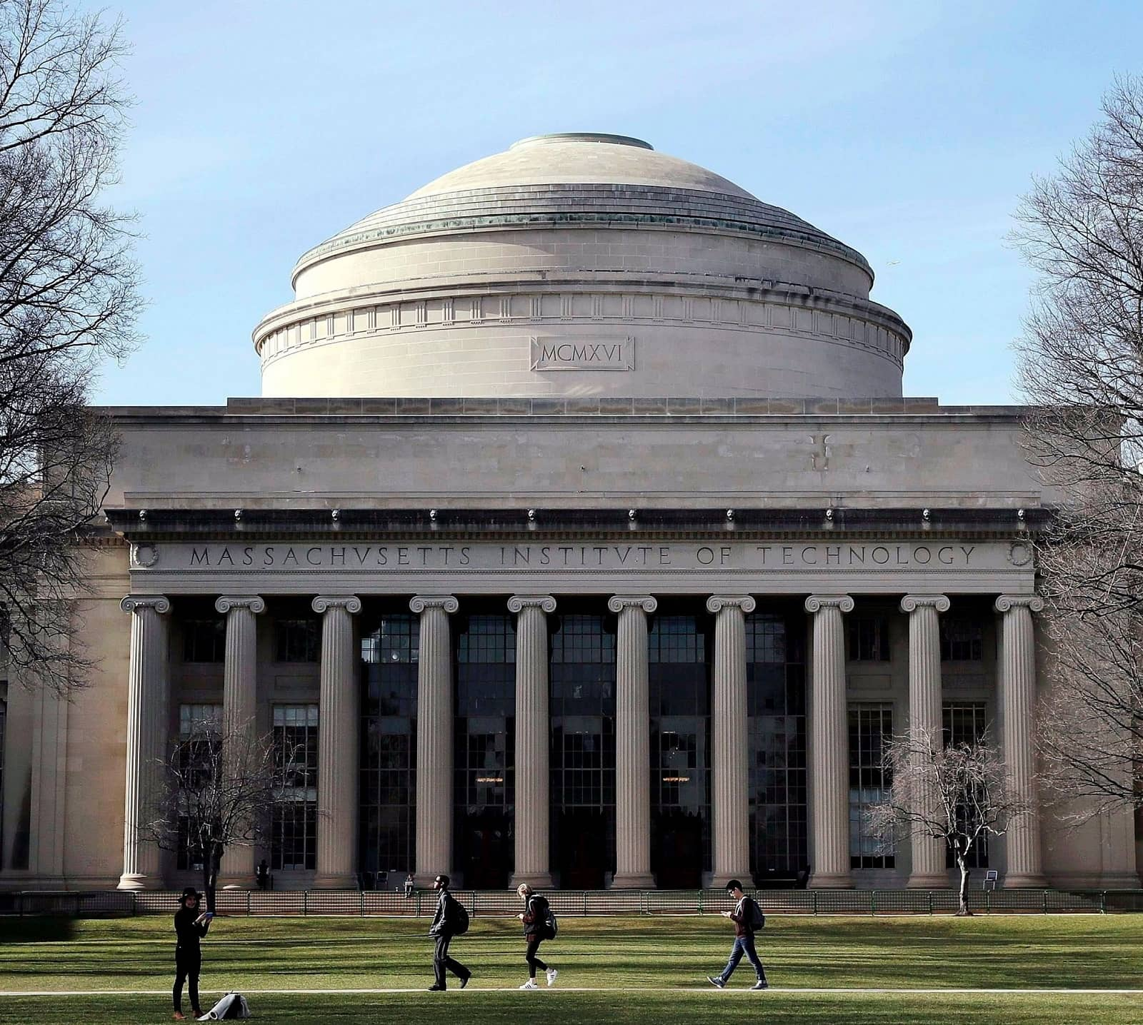 MIT WARNS FOREIGN STUDENTS OF POSSIBLE VISITS FROM ICE