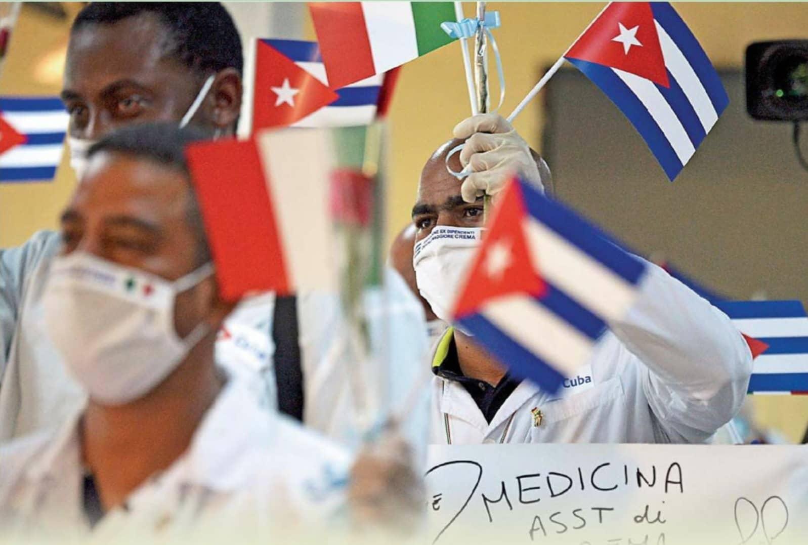 Polémico trato por los médicos cubanos: pago en euros y seguridad laboral