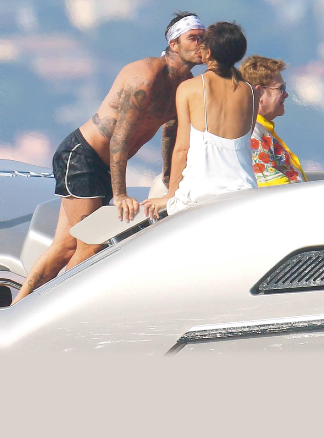 Los Beckham, Divertidas Vacaciones Con Elton John