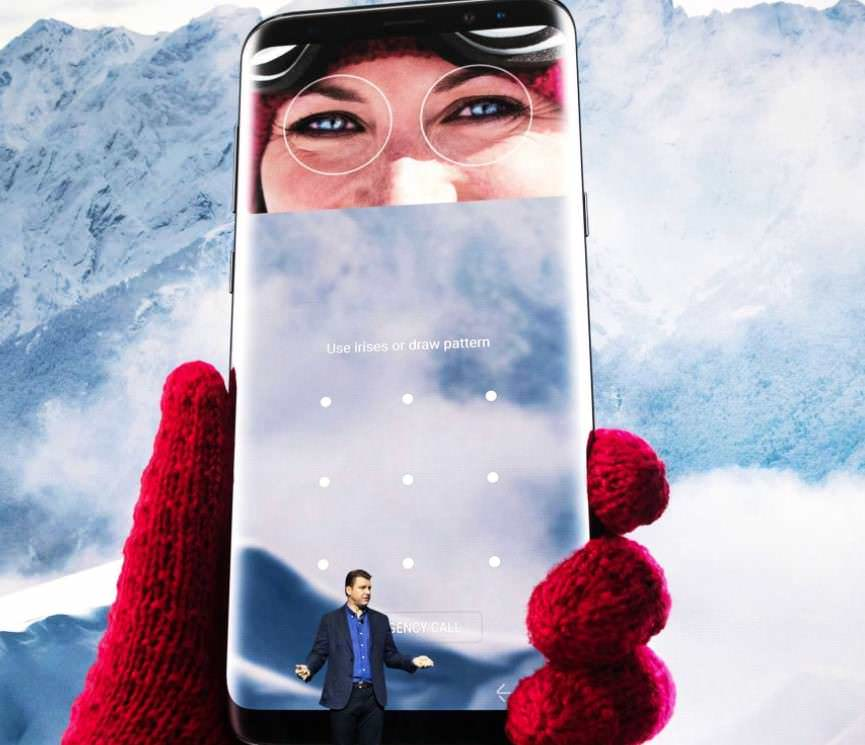 Samsung Wows Tech Crowds With Galaxy S8 Handsets