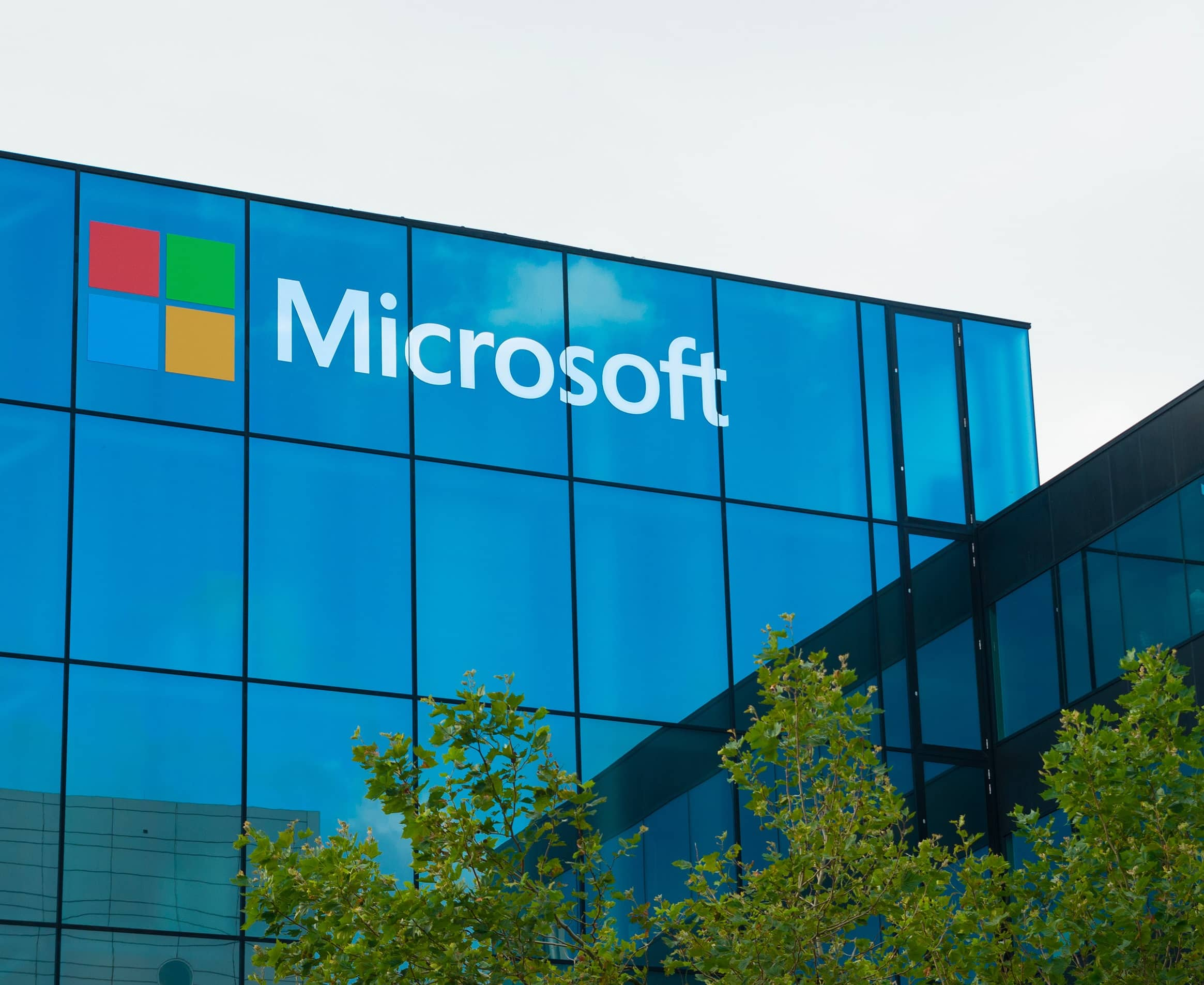 Microsoft Racks Up More Cloud Customers