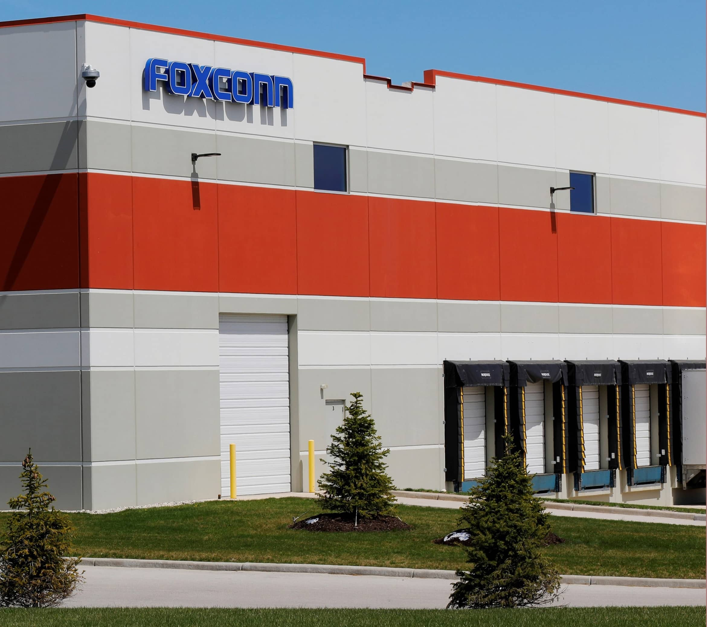 WISCONSIN GOVERNOR: NO TAX CREDITS FOR NEW FOXCONN PLANT