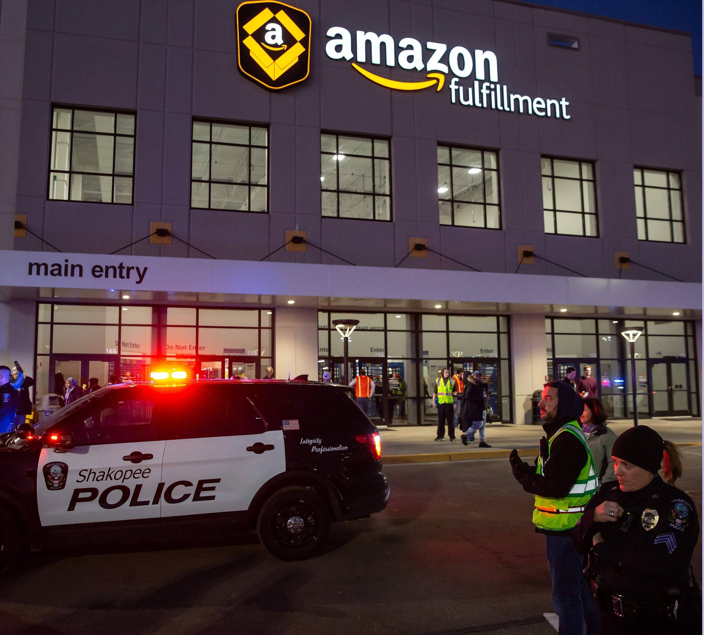 Amazon Bans Police Use Of Its Face Recognition For a Year