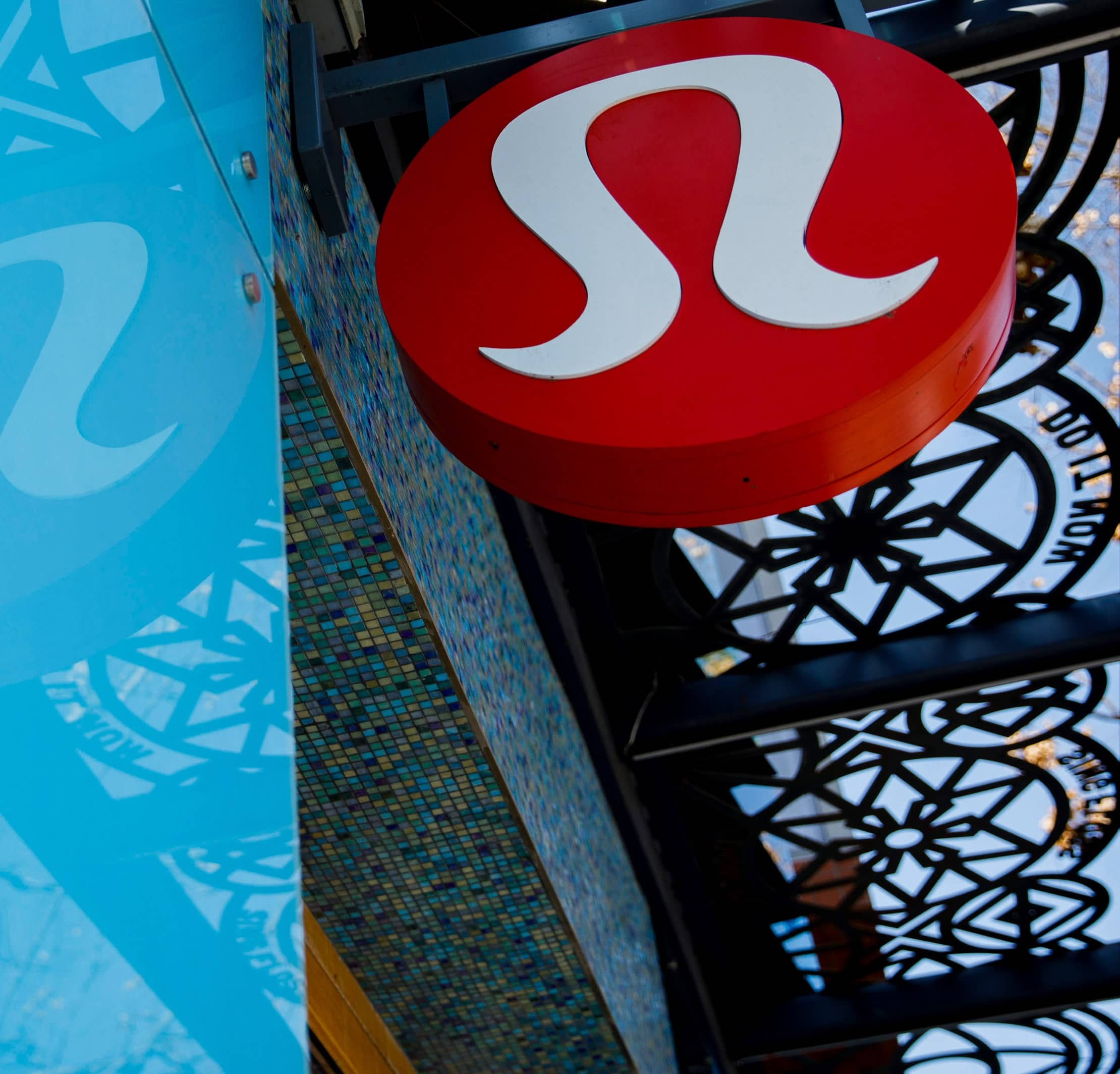 LULULEMON BUYS AT-HOME EXERCISE STARTUP FOR $500 MILLION