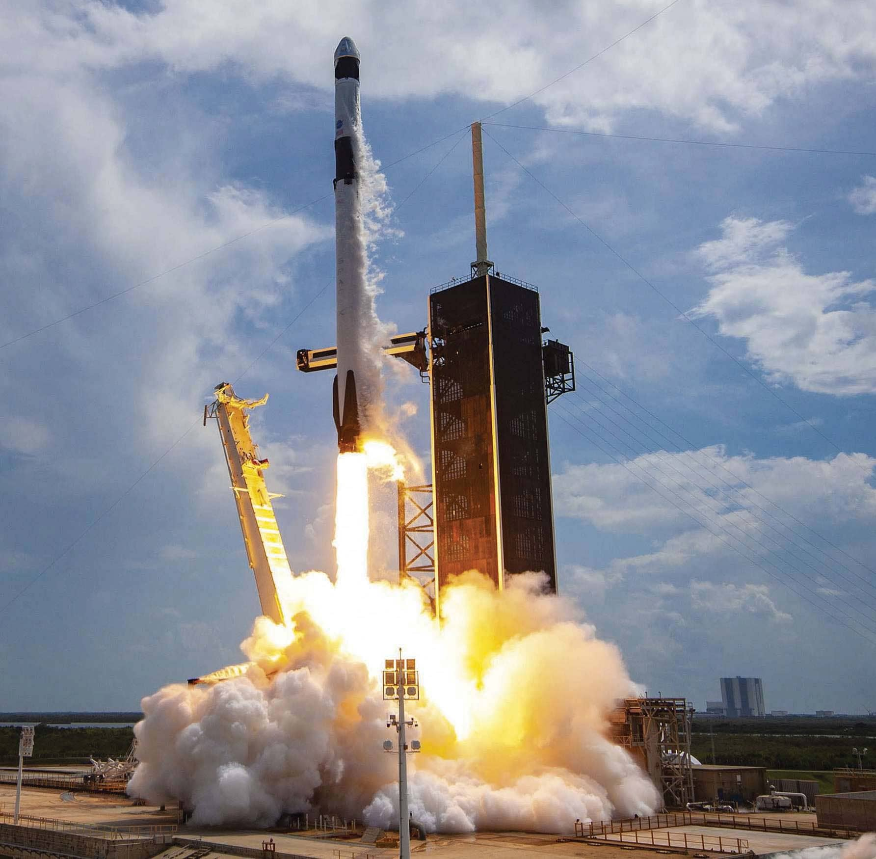 SpaceX craft completes its landmark flight